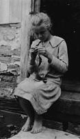 girl_knitting.jpg