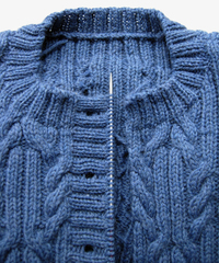 Round neck cardigan buttonhole
